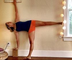 yoga half moon